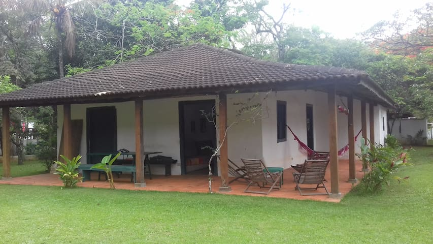 Casa colonial em frente ao mar!
