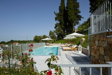 Relais & Winery Montepepe. Superior Suite Foyer - Montignoso - Bed & Breakfast