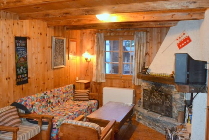 La Fontaine - Charming 3-storey chalet with large balcony