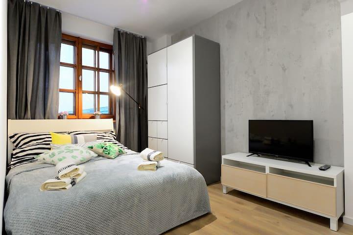 Diamond Apartments IV