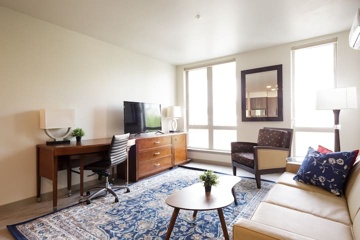 Lovable urban two bedroom in Downtown PDX