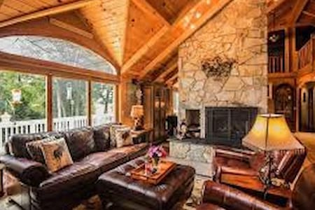 Ski In Ski Out Mountain Retreat In Upstate NY - Queensbury - บ้าน