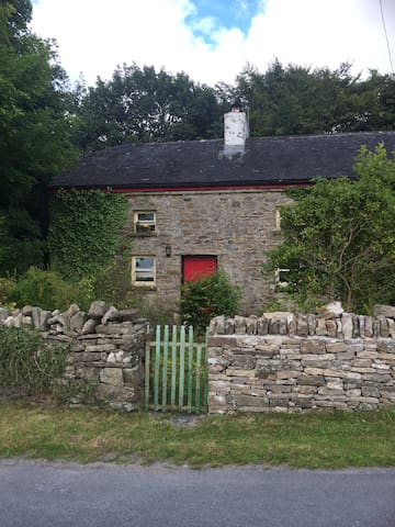 1820's Old World Irish Cottage, Birr, Offaly