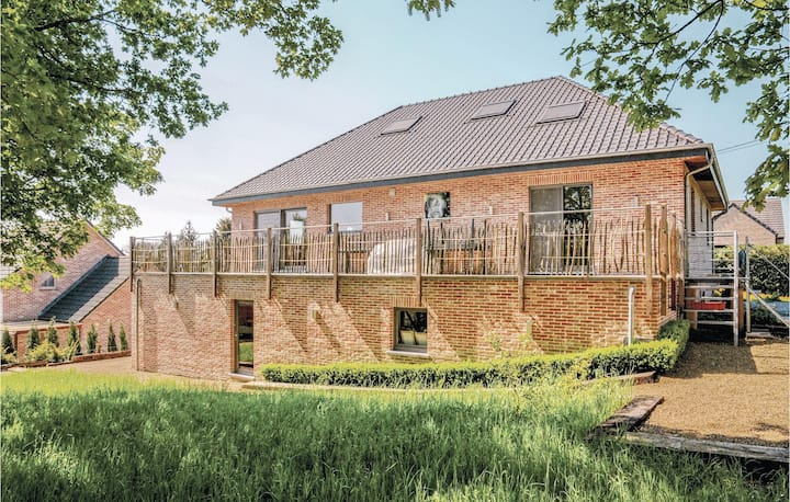 Amazing home in Somme-Leuze with WiFi and 5 Bedrooms