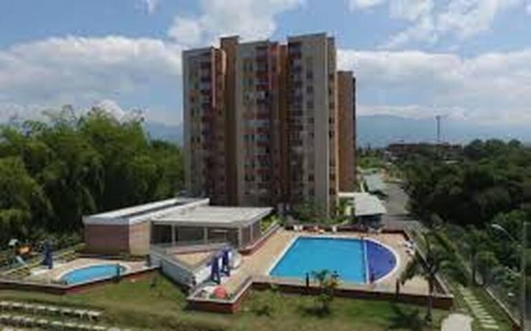 Apartamento cómodo de 3 alcobas, piso 11 con vista