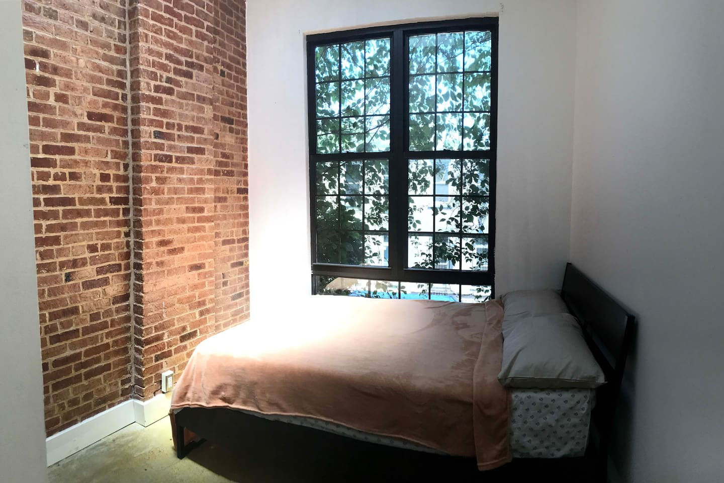 Brooklyn Room Available [furnished]