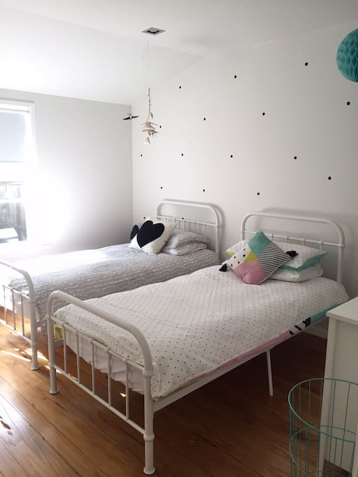 Kids room with 2 x single beds