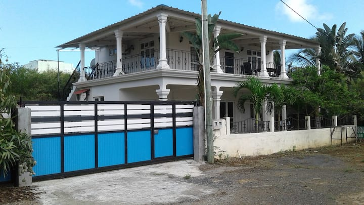 House with 2 bedrooms in Trou aux Biches Beach, with enclosed garden and WiFi - 300 m from the beach
