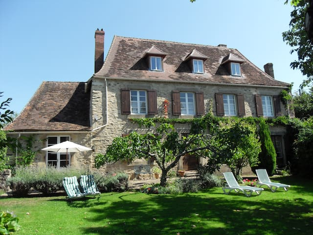 Magnolia Maison - Traditional Bed & Breakfast