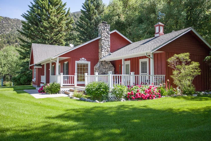"Picturesque Paradise Valley Homestead aka the ""Red House at Carters Bridge""