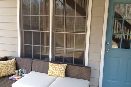 Private Suite & Outdoor lounge - Doraville
