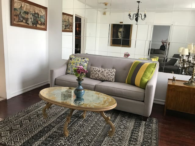 Just minutes to NYC, beautiful 2 bedroom apartment