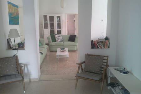 A 3 bedroom apt with garden - 安曼