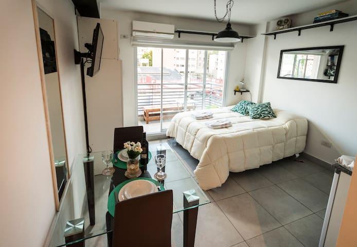 Monoambiente luminoso con balcon en balvanera