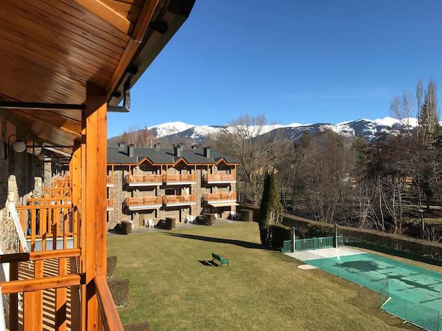 Amplio apartamento con jardín y piscina (105 m2)