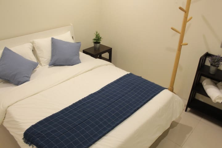 24 Kimberley (Double Room with Attached Bathroom)