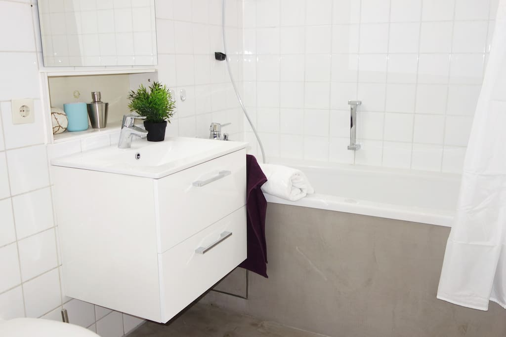 Huge Bathroom with bath tube