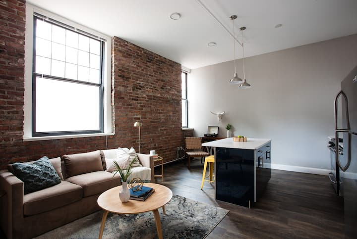 Centrally Located Luxurious Loft | Walk Anywhere!