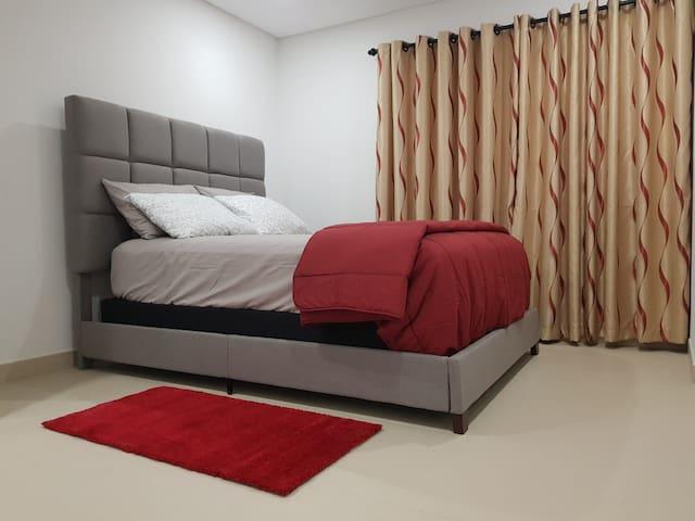 Queen size guest bedroom