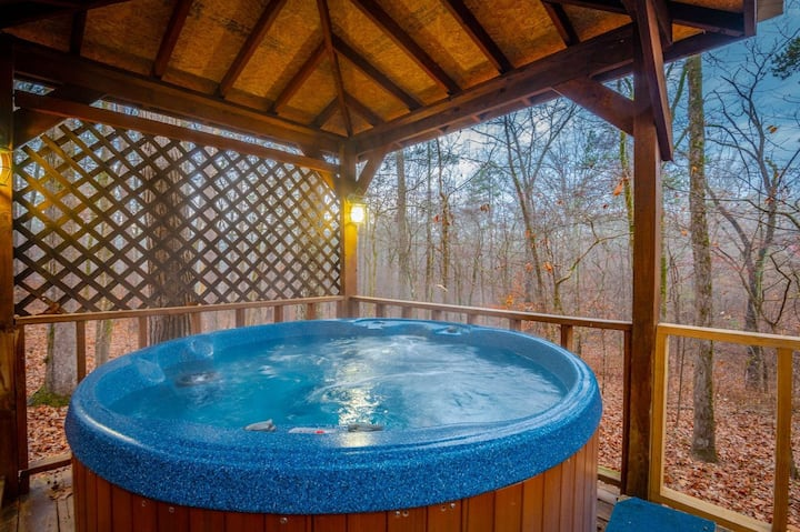 Starry Nights is the Perfect Cozy 1 Bedroom 1 Bathroom Cabin that accommodates up to 2 Guest!