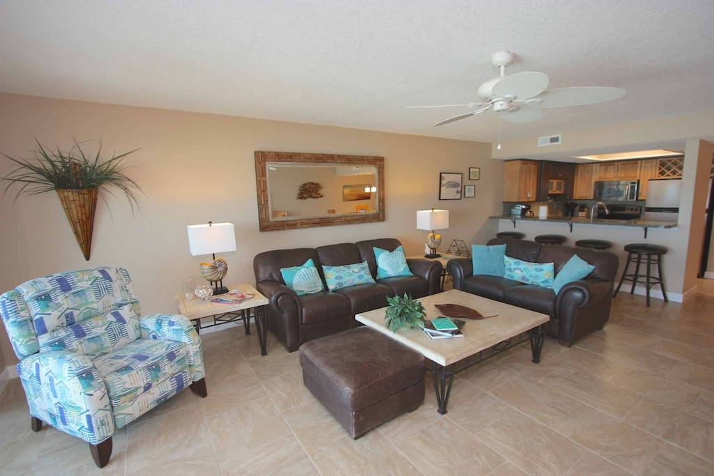 Spacious Living Room with Comfortable Leather Furniture/Sea-Inspired Accents/ Flat Screen Cable TV/Wii Console