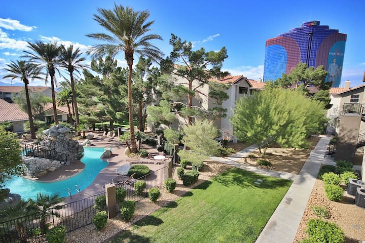 Vegas! Immaculate 1 bed (Website hidden by Airbnb) style!