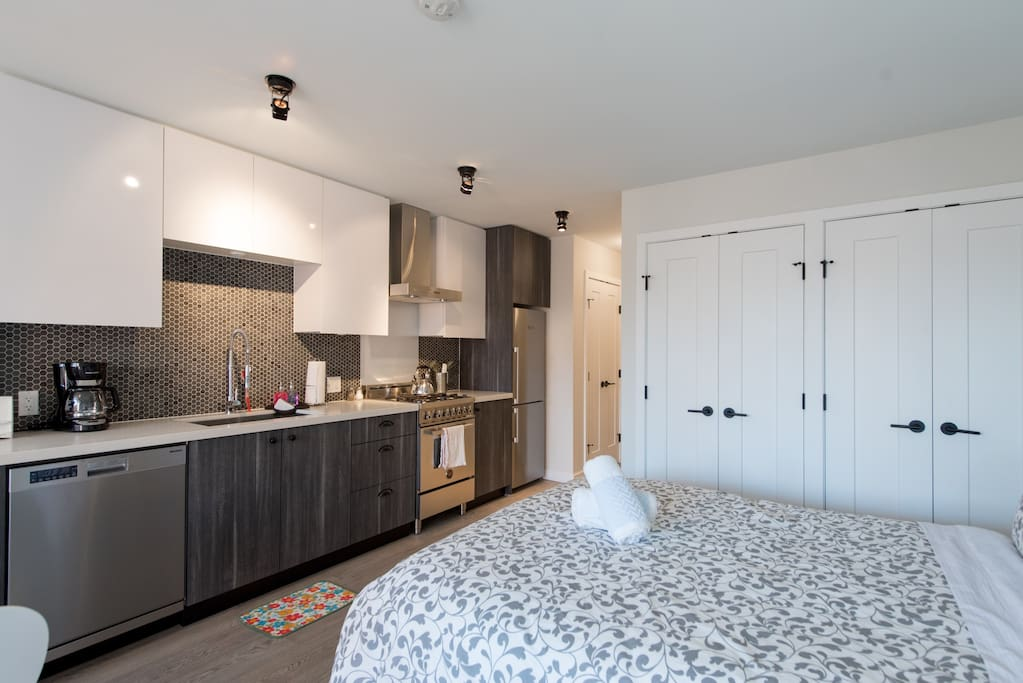 Bright, open concept living with 9-foot ceilings