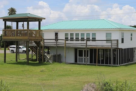 Pardners - Beachfront and Pet Friendly!