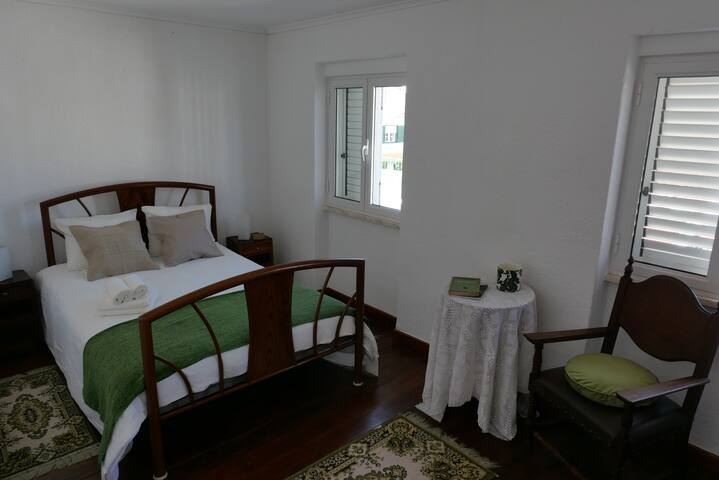 Bedroom 2/ Quarto 2