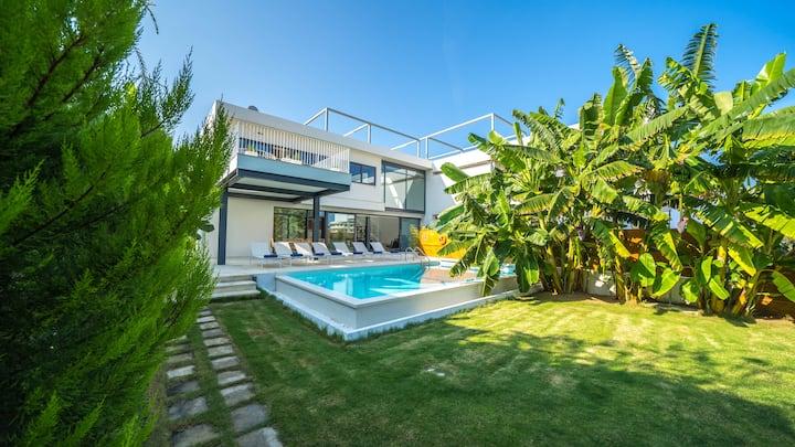 Prestige 2 Villa, 250m From Agioi Apostoloi Beach