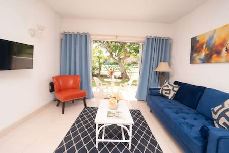 BLUE HAVEN 1 -2 BR CONDO ROCKLEY near BEACH W/POOL
