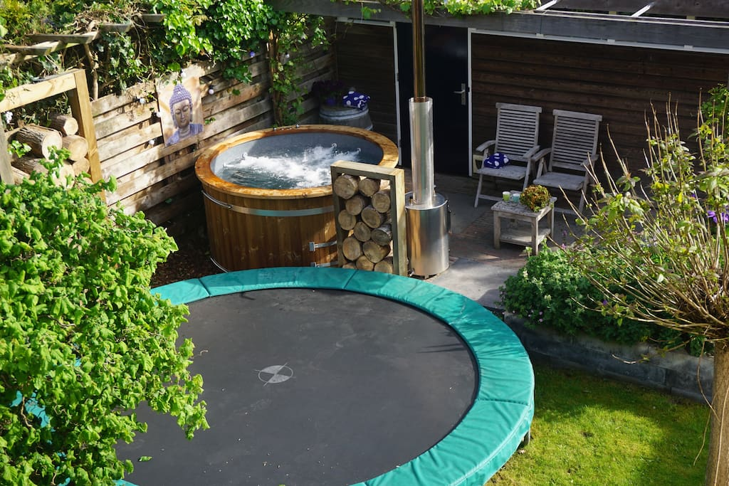Our garden with the trampoline and the (new) hottub