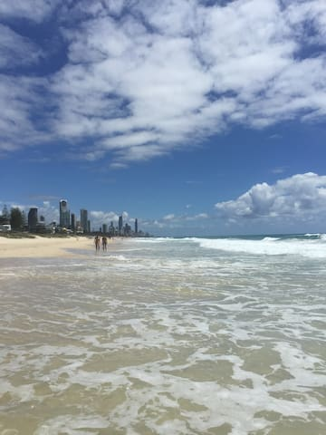 Mermaid Beach Side Boutique Apartment from $99 p/n