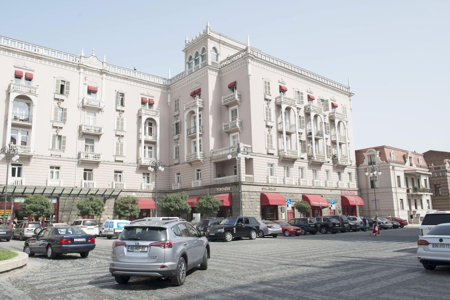 Marjanishvili Square - Entrance