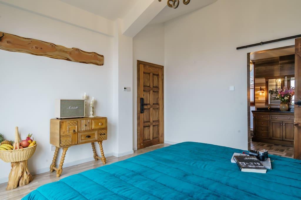 纯实木的卧室
