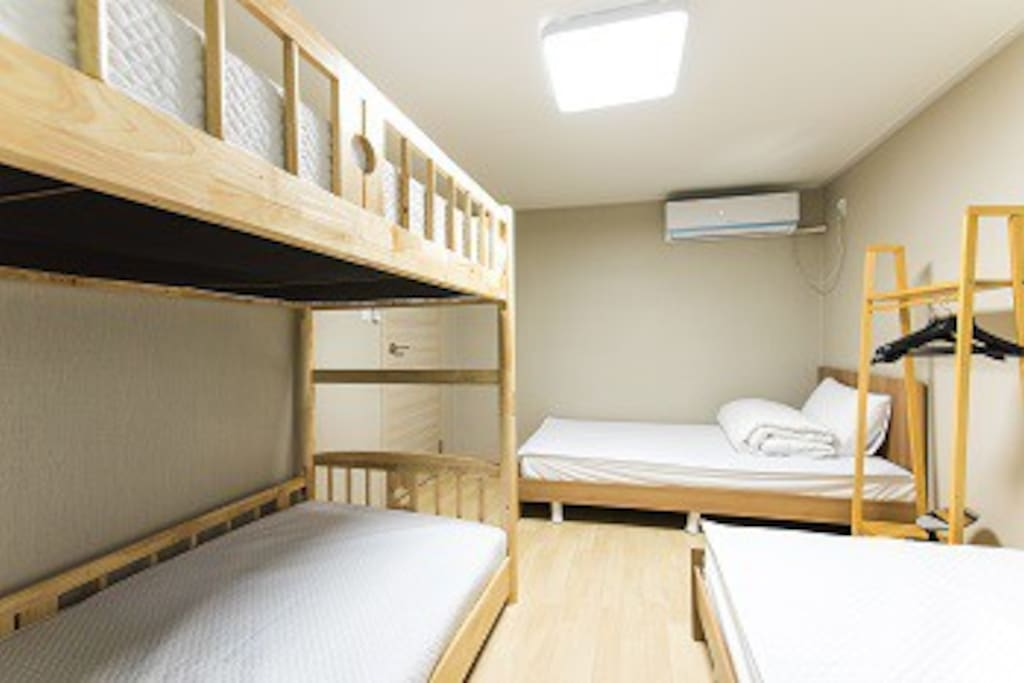 room for 4+1 people on the 2nd floor