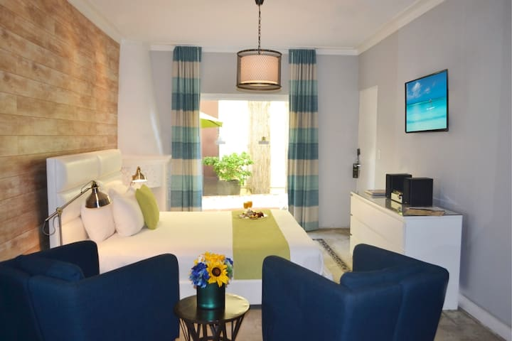 Junior Suite with Queen Bed on Collins Avenue in the Heart of South Beach, 1 Block from the Beach