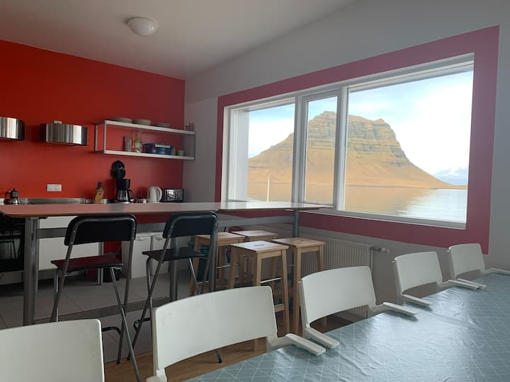 Kirkjufell and ocean view Guesthouse and apartment