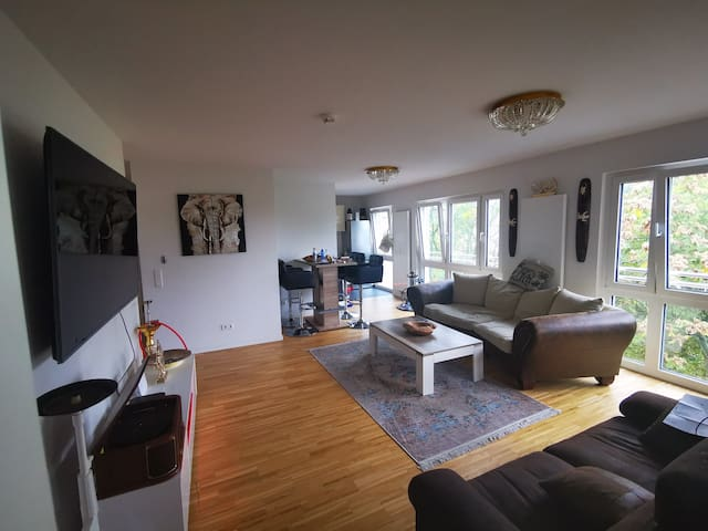 Room in bright big Flat in hip area with rooftop