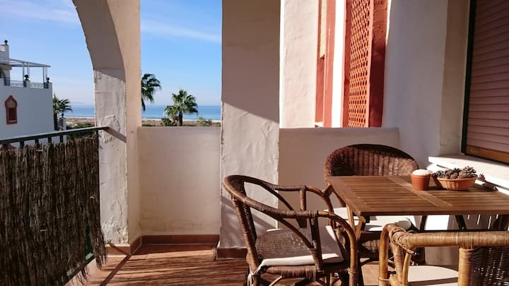 Precioso dormitorio con terraza frente al mar