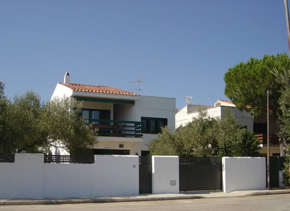 Chalet con piscina privada a 150 mts de la playa casas - Piscinas para chalets ...