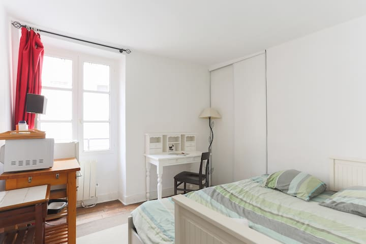 Room + Bathroom 17 m² - Porte de Versailles Vanves