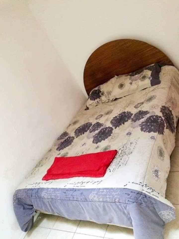 Lugar acogedor, cama matrimonial