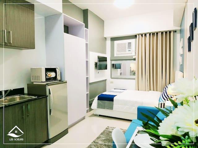 Les Modern-Luxe Condo Home near GMA-7