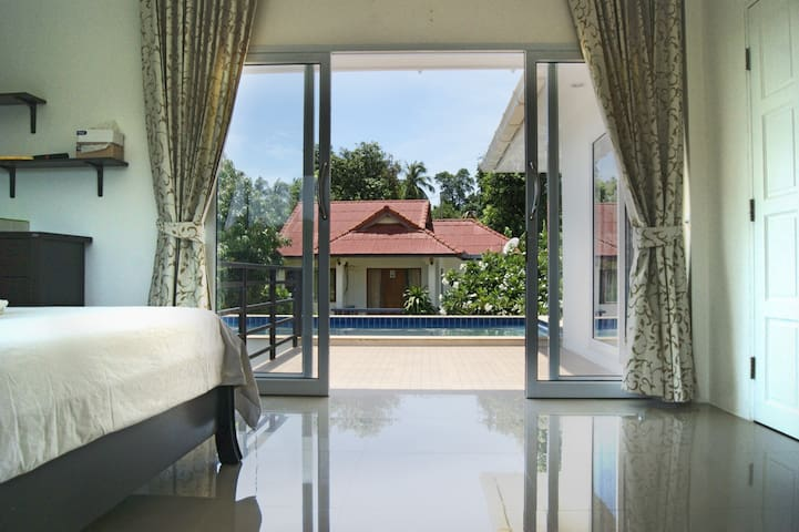Cozy 2 bedroom house with swimming pool