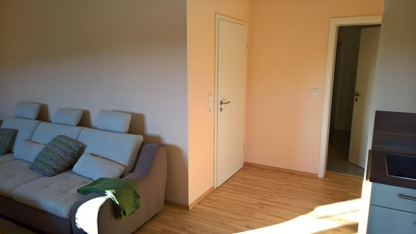 Quiet, comfy and friendly with good infrastucture - Bessenbach - Apartment