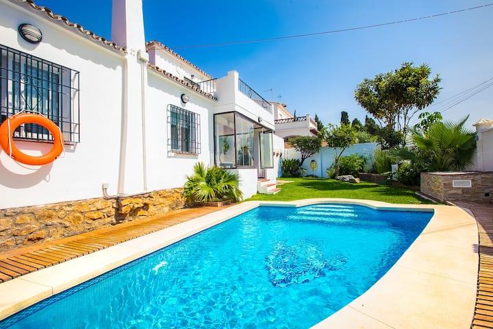 OleHolidays Villa Loleta vistas mar - piscina