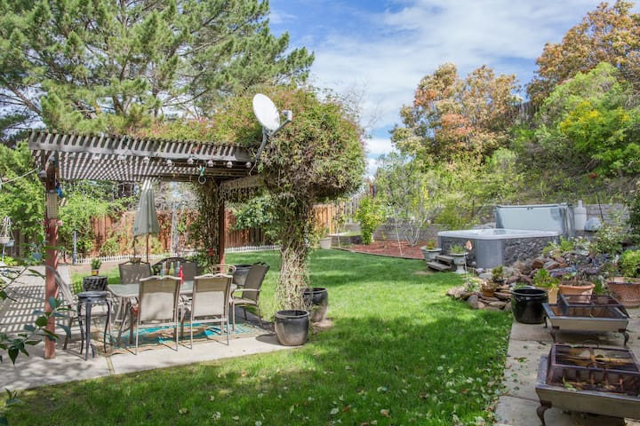 Lovely home with peaceful back yard. - San Ramon