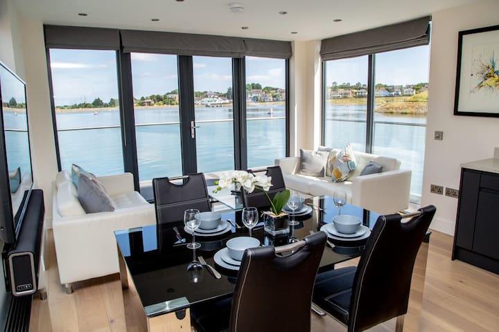 Luxury Boathouse floating on Lake