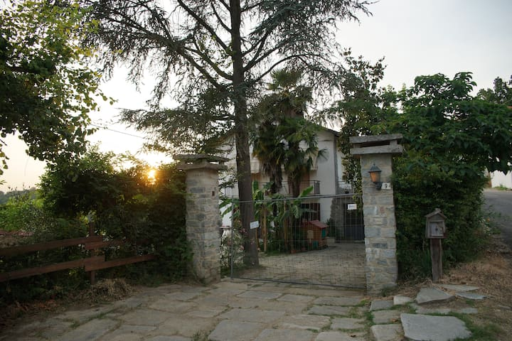 ALLOGGIO IN CASA DI CAMPAGNA - Ferrere - Appartamento